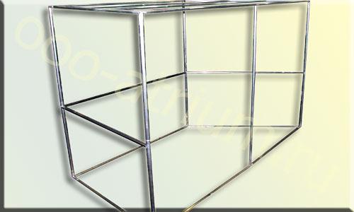 Сборная конструкция из круглой алюминиевой трубы для установки временной торговой точки.